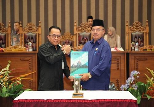 Bupati Tanah Bumbu, H Sudian Noor bersama Ketua DPRD Tanah Bumbu, H Supiansyah.
