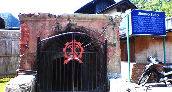 Gerbang masuk ke lubang mbah soero sawahlunto