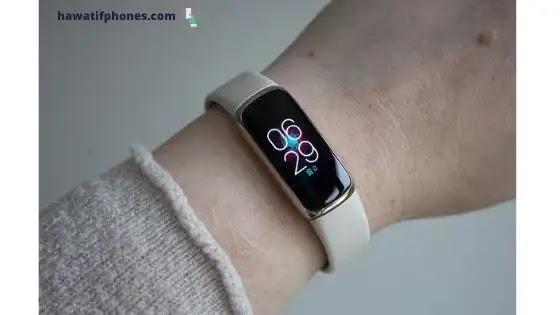 كيفية تغيير الوقت على جهاز Fitbit الخاص بك