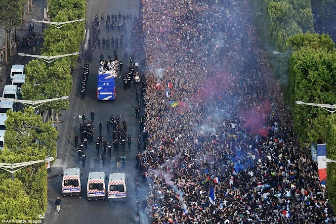 500,000 fans give France National team a heroes' welcome after World Cup victory (Photos)