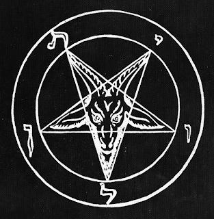 Ilustração do pentagrama satânico, invertido, representando a cabeça de um bode e com termos em hebraico formando a palavra Leviatã