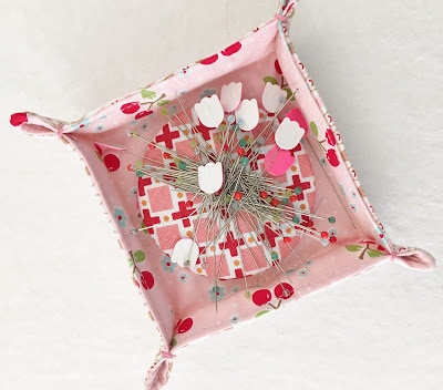 charm square tray with pin magnet