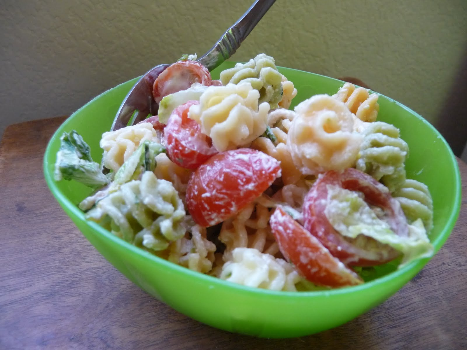 What's in {Your} Oven?: BLT Pasta Salad