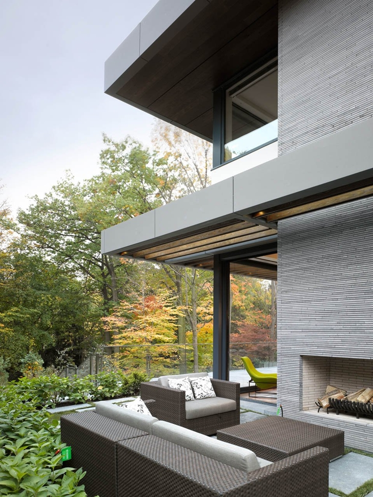 Terrace furniture of Modern mansion by Belzberg Architects Group