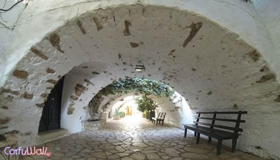 Παλαιοκαστρίτσα, Μοναστήρι - Κέρκυρα