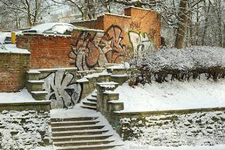 http://fotobabij.blogspot.com/2016/01/schody-do-biblioteki-graffiti.html