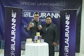 Pengasas produk kecantikan Dr Lauranne Malaysia, Fahmi Idris sedang melancarkan produk Dr Lauranne di Shah Alam Convention Center (SACC)
