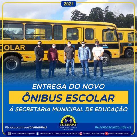 PREFEITO DEAN ENTREGA NOVO ÔNIBUS À SECRETARIA MUNICIPAL DE EDUCAÇÃO