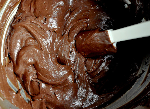 Chocolate-Buttercream-Frosting-tasteasyougo.com