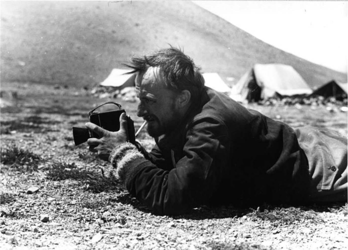 Ernst Krause filmando arveja azul.