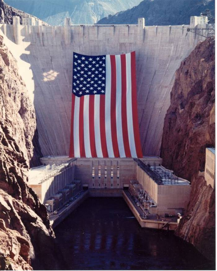 Largest US flag ever made in Hoover Dam. (Each star is 17ft tall)