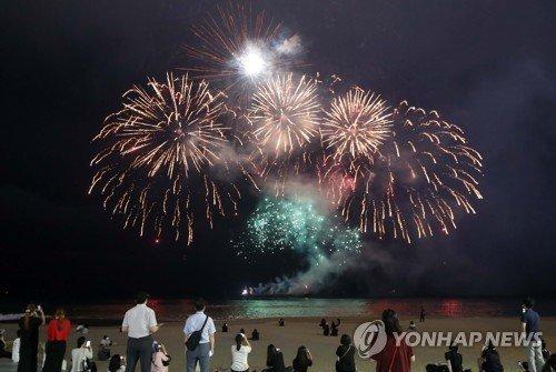Çinli Army'ler Jungkook'un doğumgününü havai fişeklerle kutladı