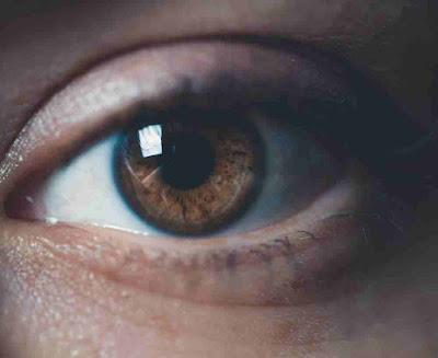 معرفة امراض الجسم من العين