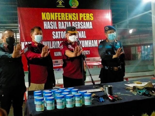 Ini Hasil Razia Rutin di Lapas Kotabaru, Aparat pun Ikut Dites Urin