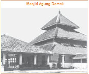 Peninggalan kerajaan demak yang terkenal yaitu masjid agung demak
