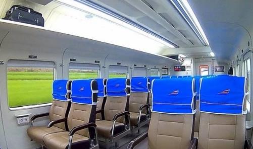 Perjalanan nyaman dengan kereta dari Jakarta ke Cirebon