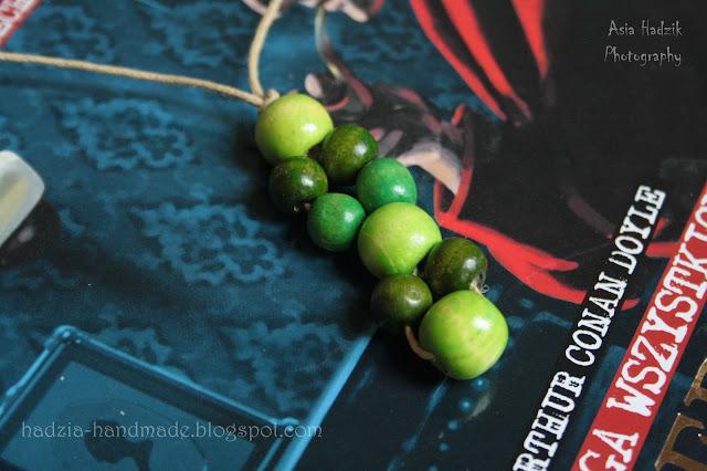 592. Zielony, drewniany naszyjnik