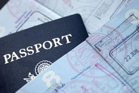 Mi-am făcut pașaport la 27 de ani!