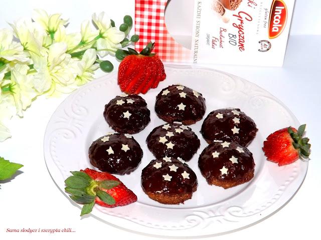 Bezglutenowe ciasteczka gryczano-owsiane z suszonymi truskawkami.