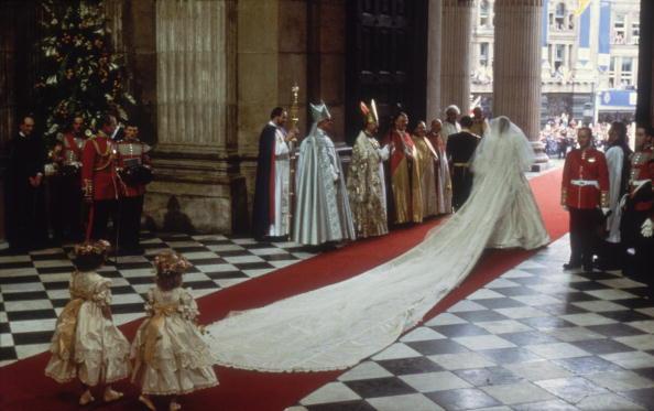 Królewskie suknie ślubne na przełomie wieków