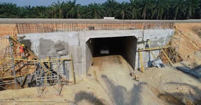 Pembangunan underpass khusus untuk gajah yang dilakukan di Tol Pekanbaru – Dumai