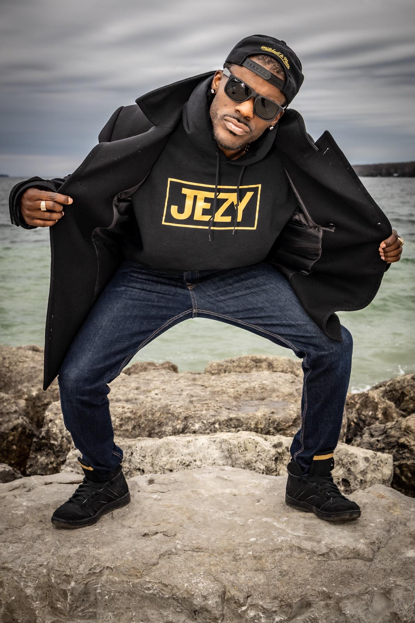 Big Sean, B.O.B, T.I, Lil Jon, Lil Scrappy, Mike Jones, Paul Wall Slim Thug, Gucci Mane and Drake inspired Canadian rapper Jezy.