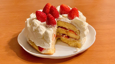 Japanese Strawberry Shortcake in a Frying Pan
