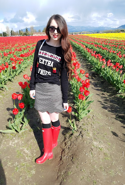 3 ways to style red hunter boots in Spring