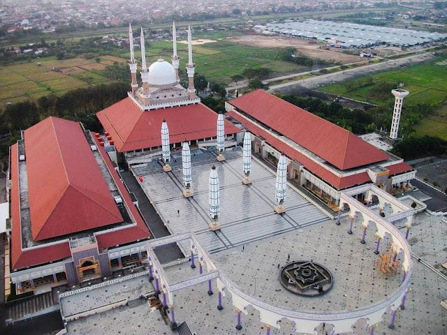 pemandangan masjid agung jawa tengah dari menara