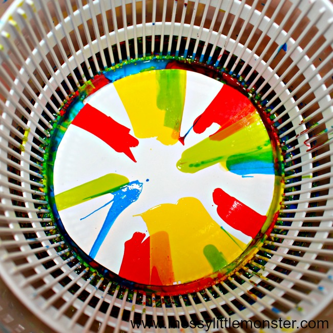 Rainbow spin art flowers. An easy Spring or Summer craft for kids. Toddlers and preschoolers will love this fun art idea.