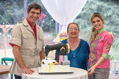 Olivier, Dona Iaiá e Beca com a referência da prova criativa (Crédito: Victor Silva/SBT)