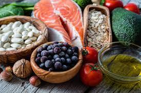 الأطعمة الغنية بالكالسيوم:     حليب قليل الدسم     جبنه     زبادي     التوفو     فاصوليا     حليب نباتي مدعم بالكالسيوم     الخضراوات ذات الأوراق الخضراء الداكنة مثل السبانخ والبروكلي
