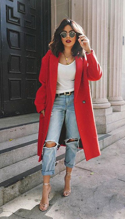 From velvet jackets to red bodycon dresses, there is something for everyone from cozy to glam. Have a look at these 25 Casual XMAS Holiday Outfit Ideas for Every Girl's Style. Christmas + New Year Outfits via higiggle.com | Red Trench Coat | #holiday #christmas #newyear #coat