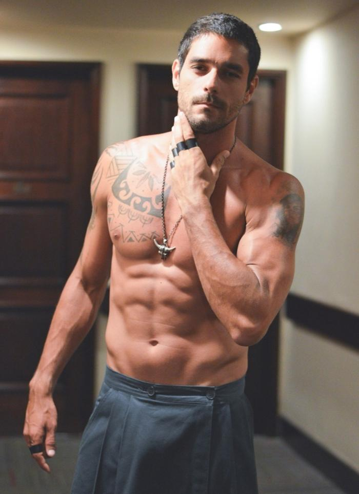 shirtless-fit-men-pictures