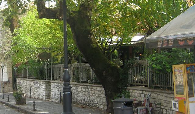 Γιάννενα: Το Γυαλί-Καφενέ ήταν τα παλιά τα χρόνια το σημείο αντάμωσης των Θεσπρωτών στα Γιάννινα...