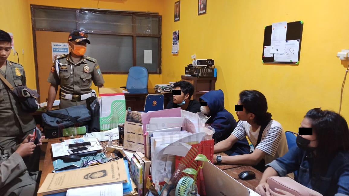 Asik Berduaan di Homstay, Dua Sejoli Asal Jember Diamankan Pol PP