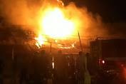 BREAKING NEWS: Sederet Toko di Simpang Limo Terbakar
