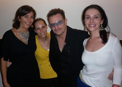 Bono y Martha Ortiz Chapa en su restaurante en Mexico