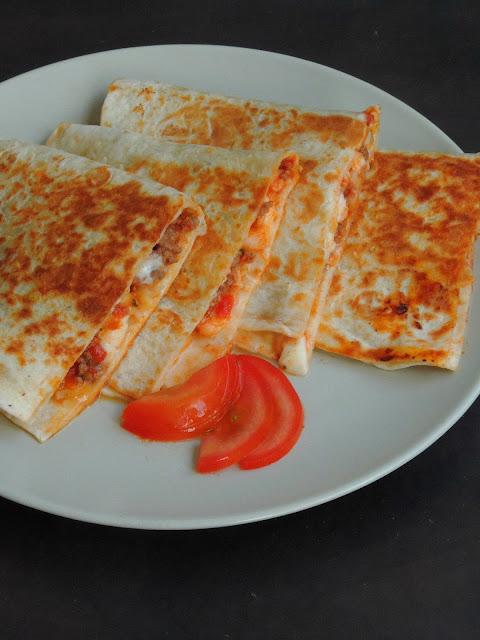 Pizza quesadillas, pizzadillas