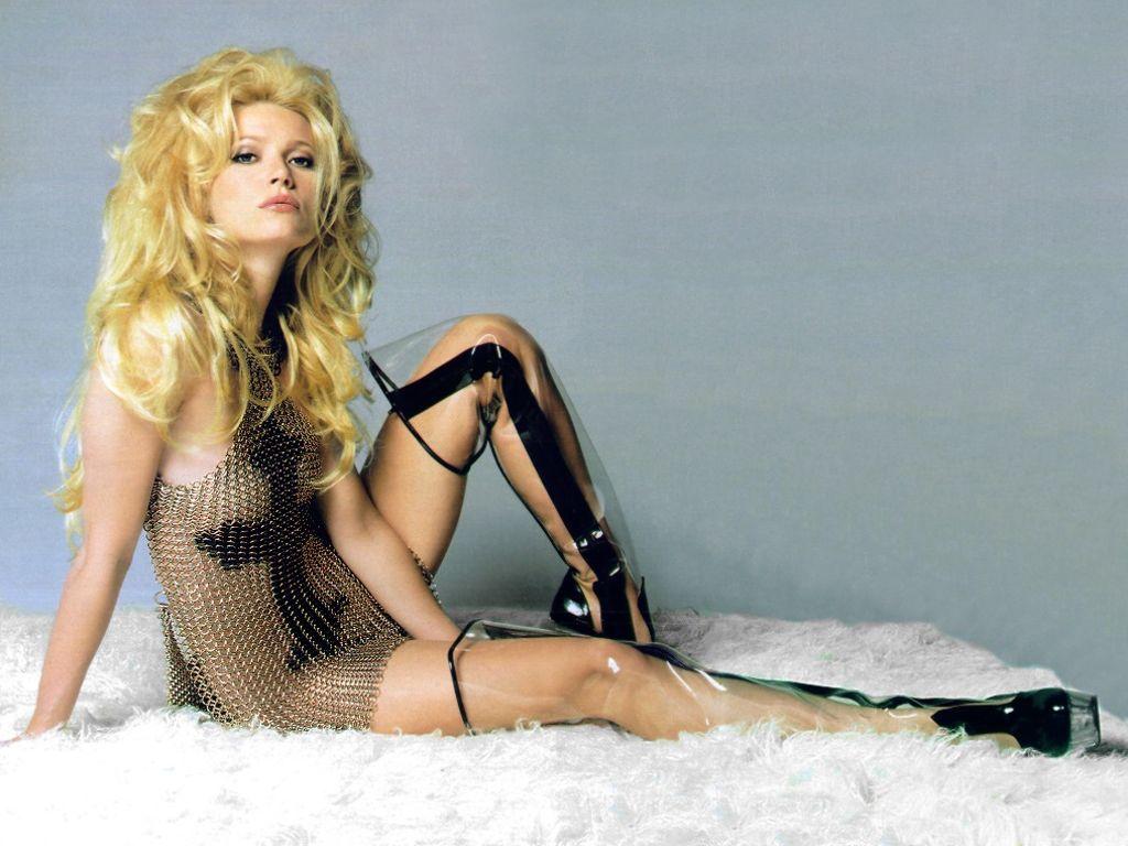 Gwyneth Paltrow Sexy Images