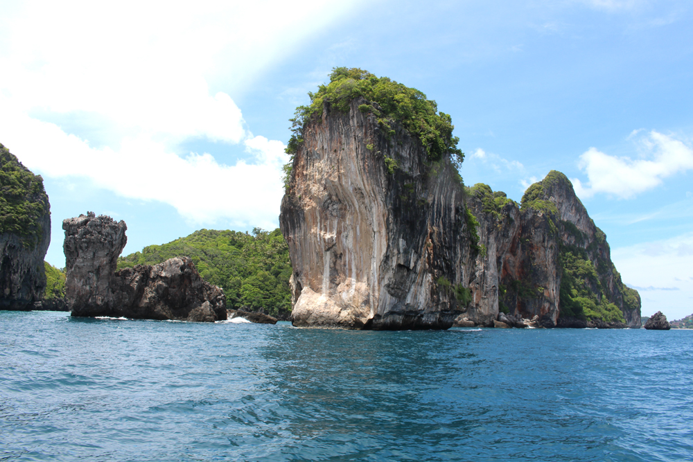 The Camel rock | Thailand boat trip | turquoise waters and beautiful nature | UK travel blog