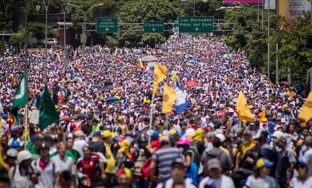 Protestas de 2017 dejaron al gobierno en el banquillo y a la oposición dividida