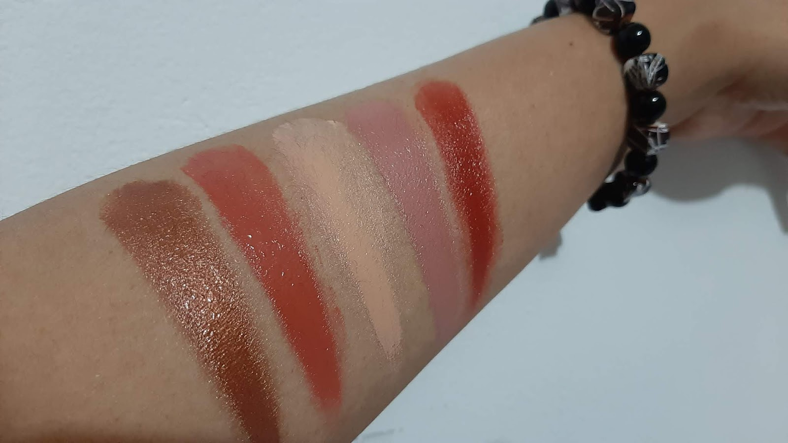 warna Lipstik LT Pro Lip Color Pallete setelah diaplikasikan
