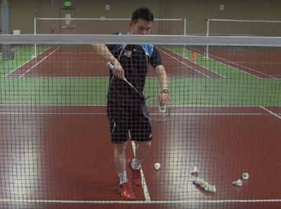 tips cara melakukan service badminton yang baik dan benar