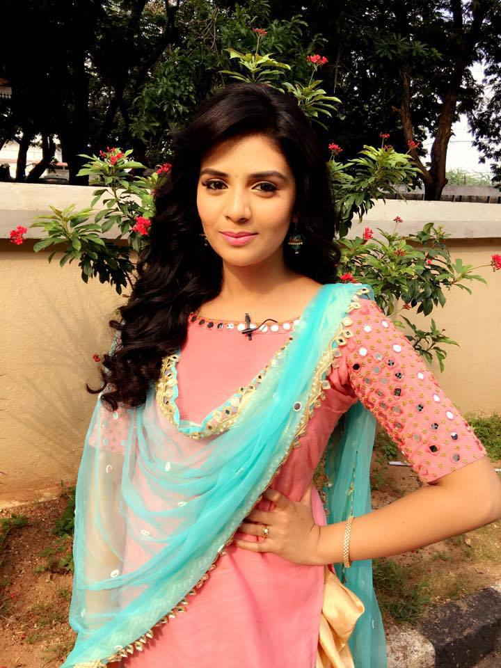 Tollywood Actress Srimukhi Long Hair In Pink Dress
