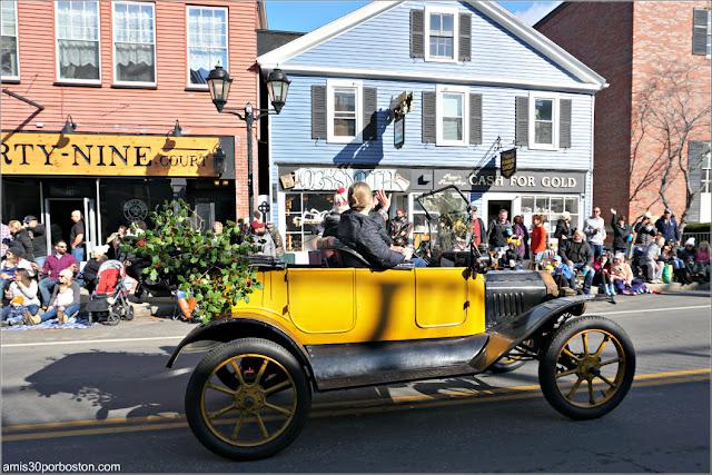 Vehículos de Época en el Desfile de Acción de Gracias de Plymouth