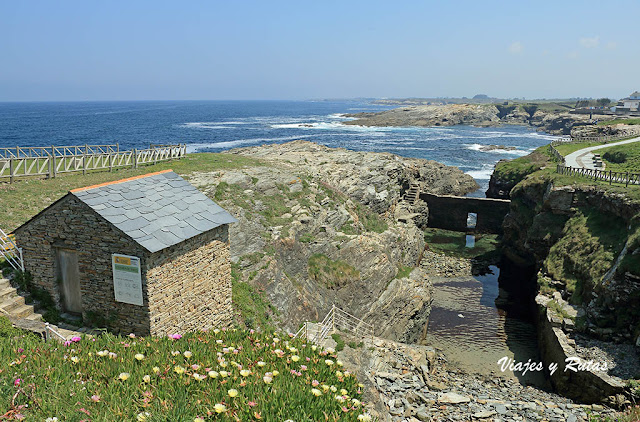 Antigua cetárea en la costa de Rinlo, Lugo