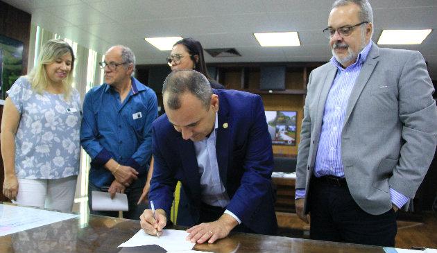 Belford Roxo e DER assinam convênio de obras para o município