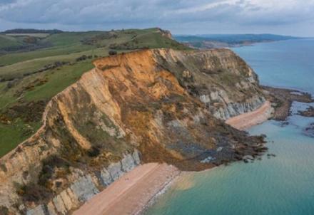 Η μεγαλύτερη κατολίσθηση των τελευταίων 60 ετών συνέβη στον βράχο του Ντόρσετ της Αγγλίας
