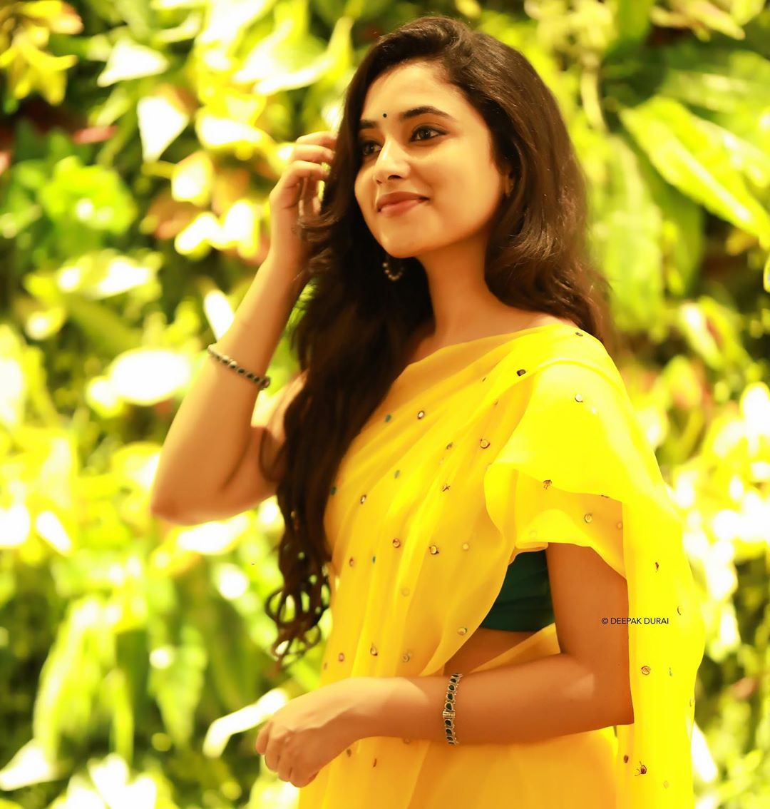 Priyanka Arul Mohan New Photoshoot